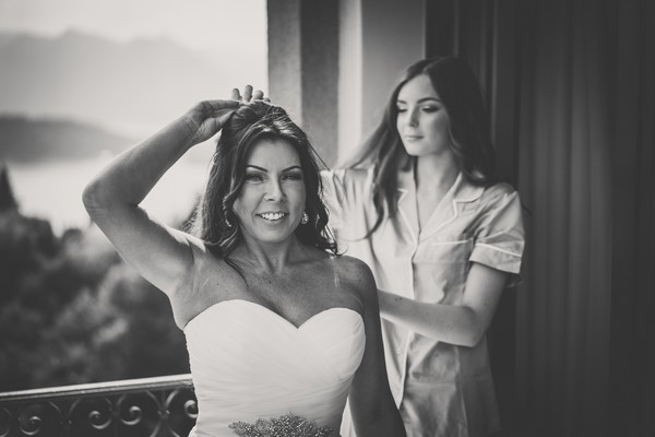 bride_and_daughter_get_ready_for_the_wedding_at_Villa_Balbianello_on_Lake_Como
