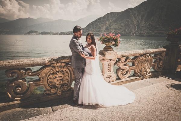 Photo_bride_and_groom_in_Balbianello_villa_lake_of_Como