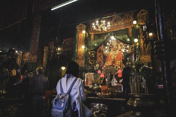interno del tempio a Hong Kong_00056