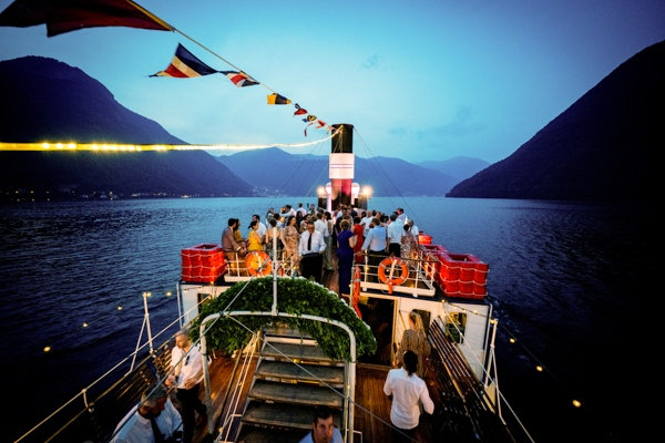The party continues until night on the boat during the wedding in Como